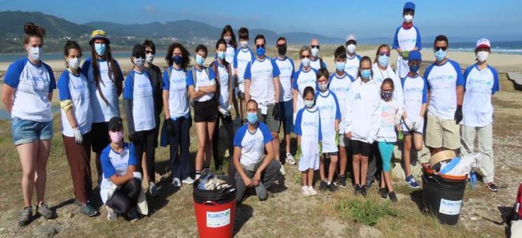 Limpieza de playas en Baldaio y Razo