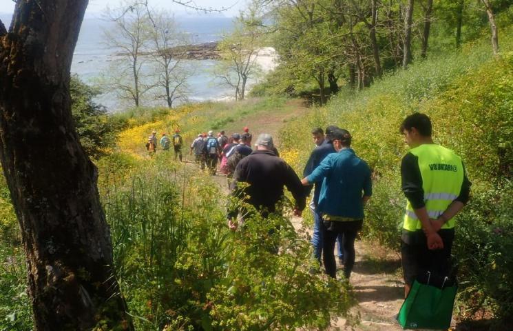 Voluntarios de la II Red para la recuperación de los ecosistemas marinos en el PNMT das Illas Atlánticas de Galicia limpiaron las playas de la isla de Ons