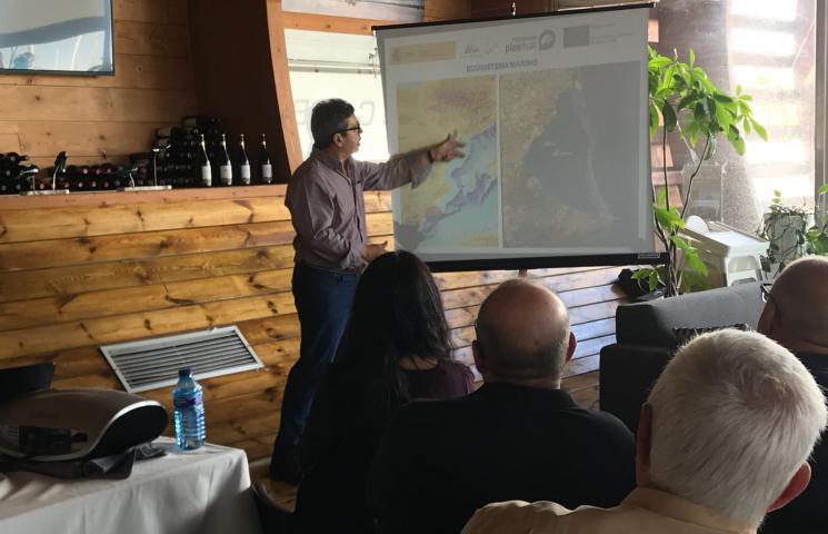 Pedro Martínez Baños, Dr en CC.Biológicas explicando la zona de estudio y los resultados del análisis gonadosomático de ejemplares de Penaeus Kerathurus