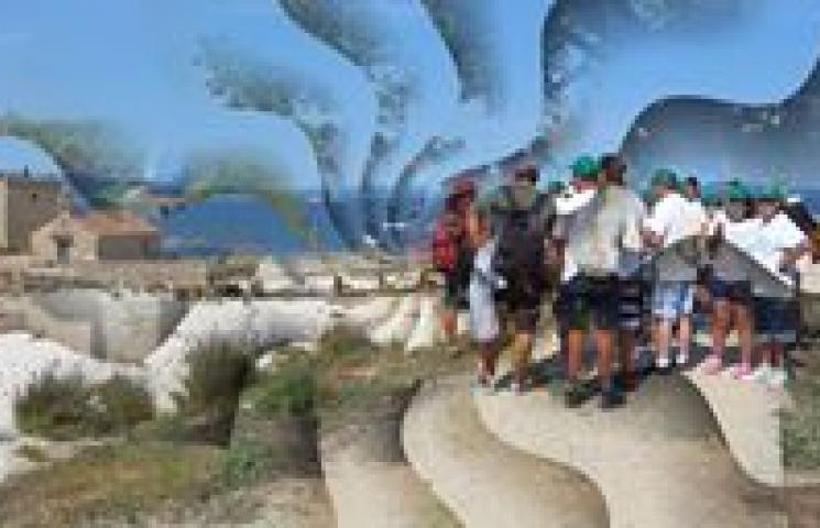 Limpieza de basuras marinas en los arenales de la isla de Sálvora