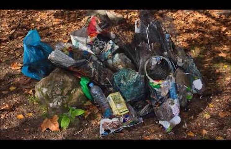 Limpieza de playas en Cortegada de la mano de las mariscadoras de Carril y sus familiares, sábado 26 de octubre de 2019